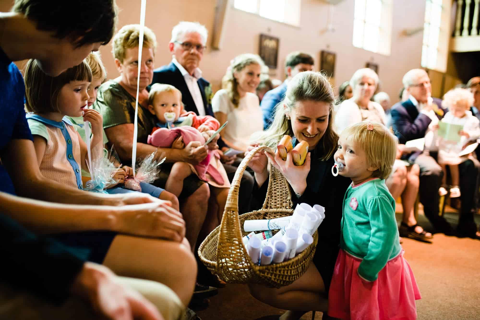 kinderen op huwelijksfeest